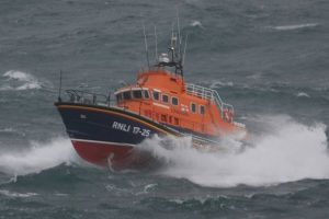 needles-coastguard-and-yarmouth-lifeboat-tasked-to-boat-distress-call