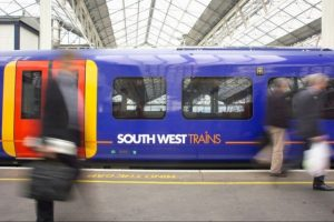 woman-rushed-to-hospital-after-being-hit-by-train-near-wandsworth