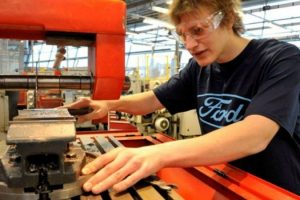 young-people-and-employers-urged-to-consider-apprenticeships