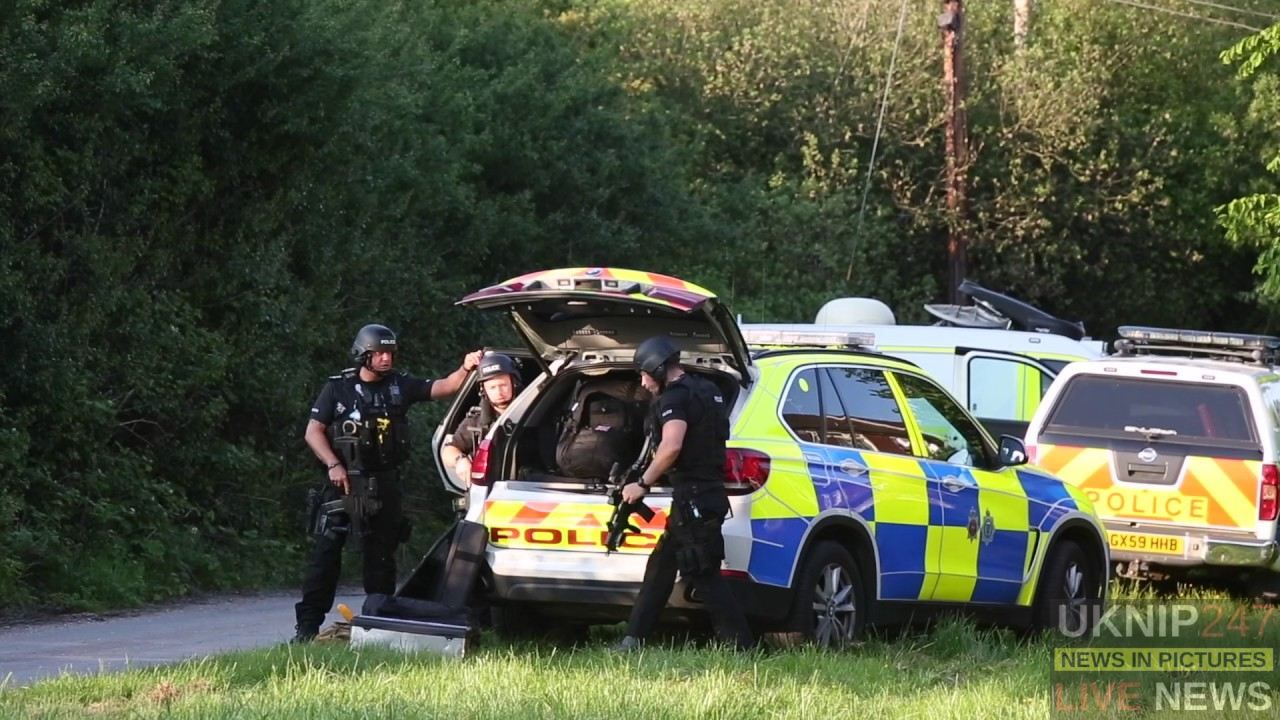 Armed Police Stand Off In Cranleigh Surrey
