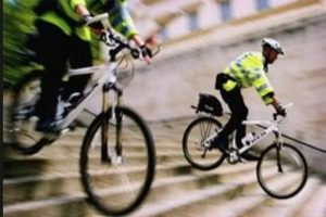 undercover-cop-rides-bicycle-to-catch-drivers-overtaking-cyclists-illegally