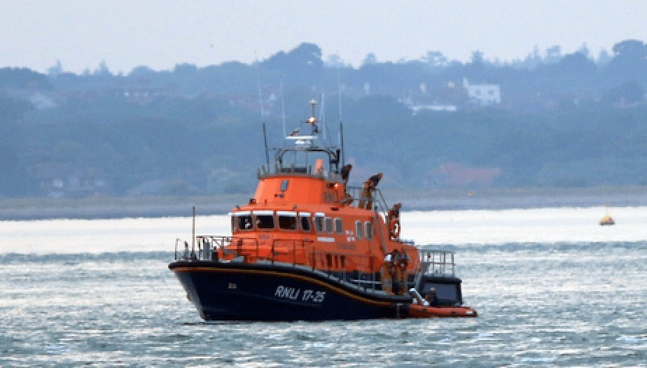 yarmouth-lifeboat-launched-to-suspected-distressed-paraglider-in-west-wight