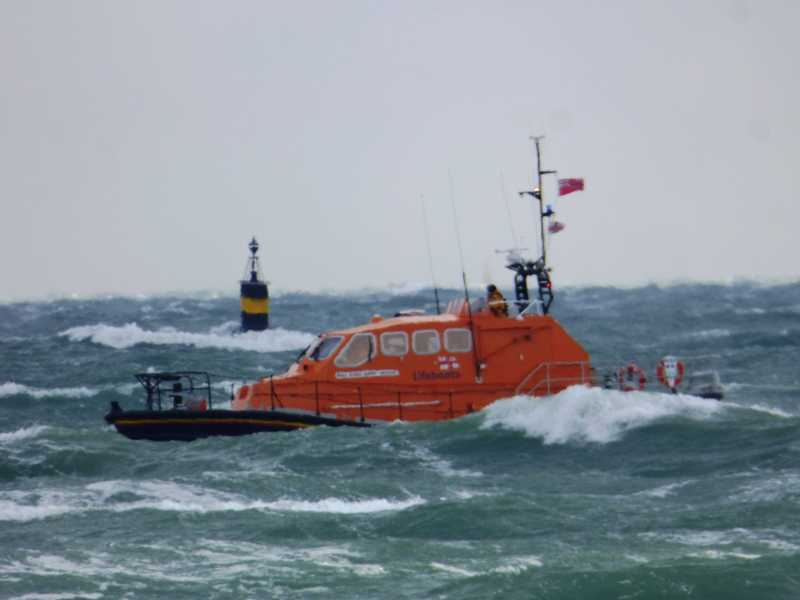bembridge lifeboat launched to rescue 26ft yacht with two crew onboard