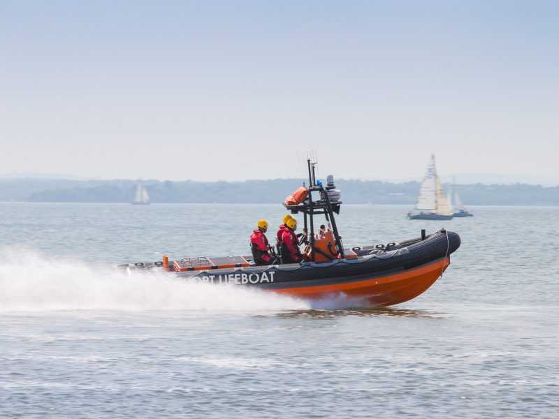gosport-lifeboat-scrambled-to-family-in-up-turned-speedboat-in-portsmouth