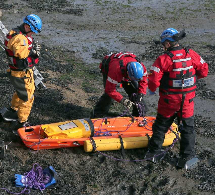 major-rescue-operation-to-free-person-trapped-in-mud-in-southampton