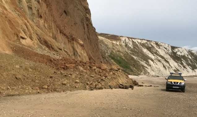 tragic-reminder-to-play-safe-around-cliffs-after-9-year-old-girl-killed